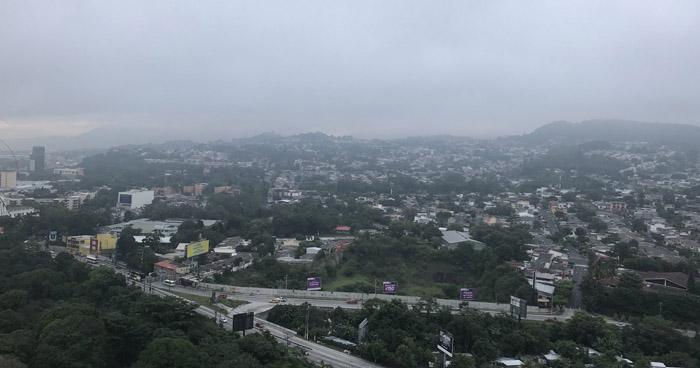 Cielo nublado, con lluvias y tormentas eléctricas dispersas con énfasis en la zona norte del país