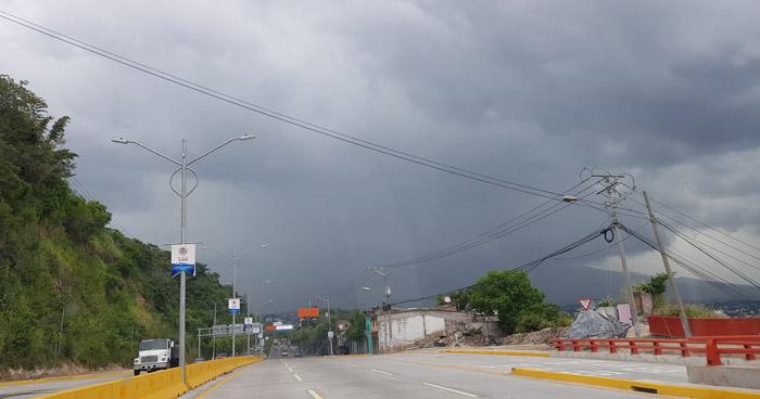 Onda Tropical favorecerá el ingreso de abundante humedad desde el Caribe y Pacífico