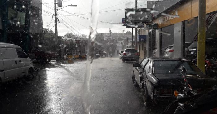 Desplazamiento de una Vaguada sobre El Salvador favorecerá lluvias con actividad eléctrica