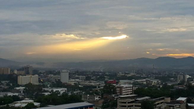 Cielo poco nublado y posibilidad de lluvias en la zona oriental y para central costera del país