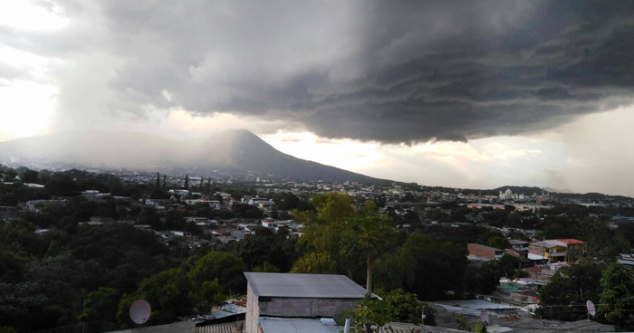 Salida de Onda Tropical y desplazamiento de una Vaguada podría aumentar probabilidades de lluvias