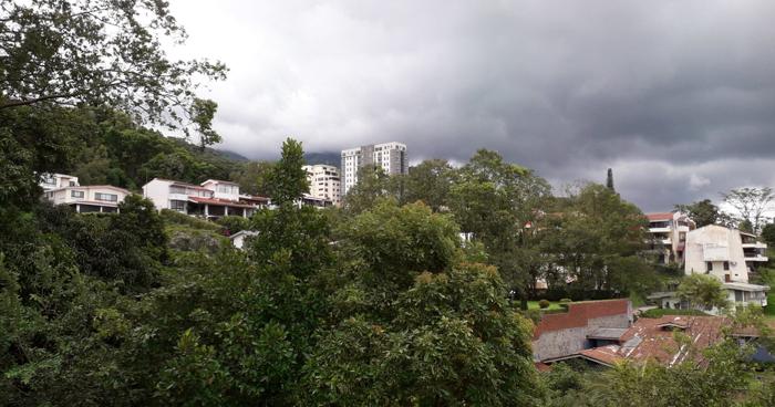 Cielo nublado con probabilidad de lluvias con énfasis en franja central y costera del país