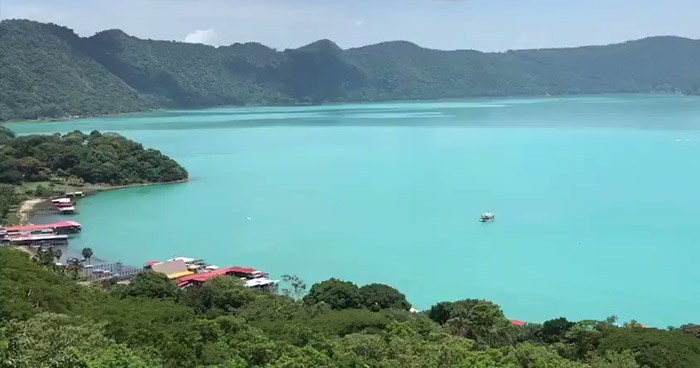 Lago de Coatepeque luce color turquesa nuevamente