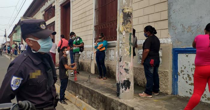 Incluyen a vendedores informales en lista de beneficiados de $300