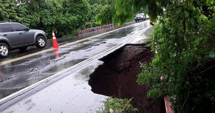 Cierran tramo de carretera Litoral por colapso de tramo