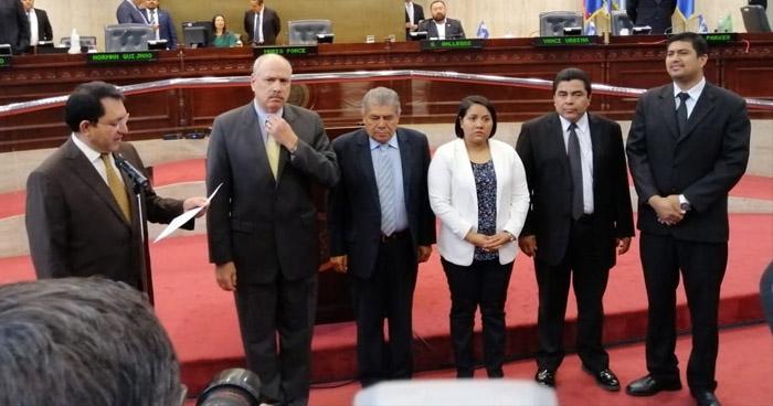 Conforman comisión de antejuicio contra Norman Quijano