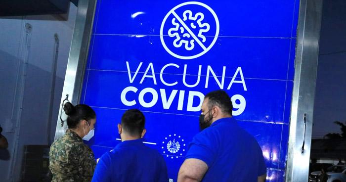 Inician traslado de vacunas contra COVID-19 a centros de vacunación del país