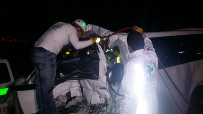 Conductor ebrio colisiona con ambulancia de Cruz Verde en Ciudad Delgado