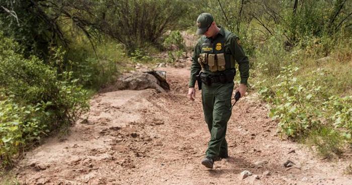 Tres niños y una mujer sin vida fueron encontrados en zona fronteriza en Texas
