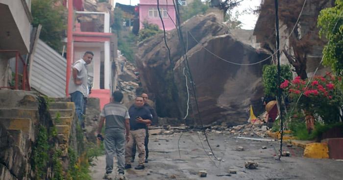 Al menos dos muertos y 10 desaparecidos tras derrumbe en el cerro del Chiquihuite