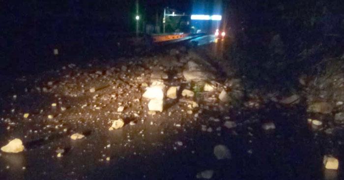 Derrumbe sobre la carretera Los Chorros inhabilitó el paso hacia el occidente del país