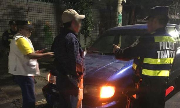 Arrestan a hombre por conducir con más de 100 grados de alcohol en la sangre en San Salvador