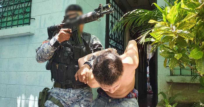 """Incautan arma de fuego en operativo """"Casa Segura"""" en Apopa"""