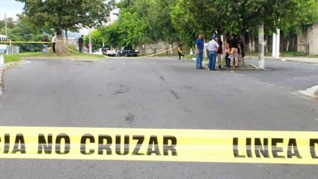 Dos hombres fueron asesinados a balazos esta mañana en un estacionamiento de Soyapango