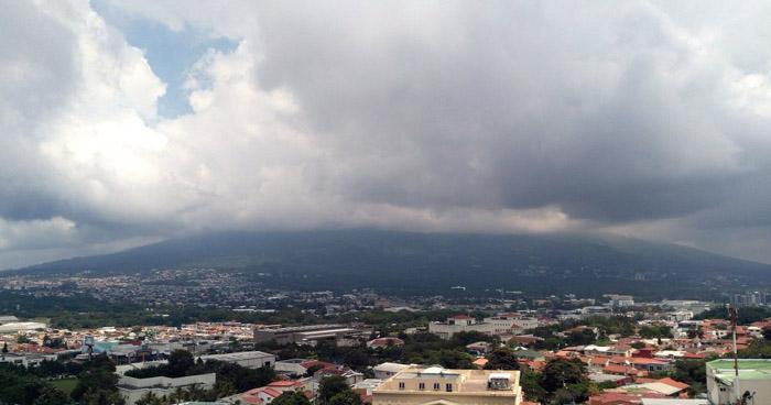 Probabilidad de lluvia para esta noche con énfasis en la zona occidental y oriental del país