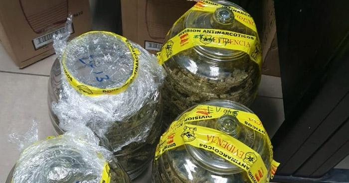 Encuentran marihuana, cocaína y dinero en efectivo en vivienda de Santa Ana