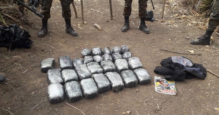 Abandonan 27 paquetes de droga en punto ciego del occidente del país