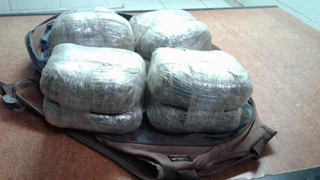 Tres hombres capturados, entre ellos un hondureño con cuatro paquetes de marihuana en La Unión