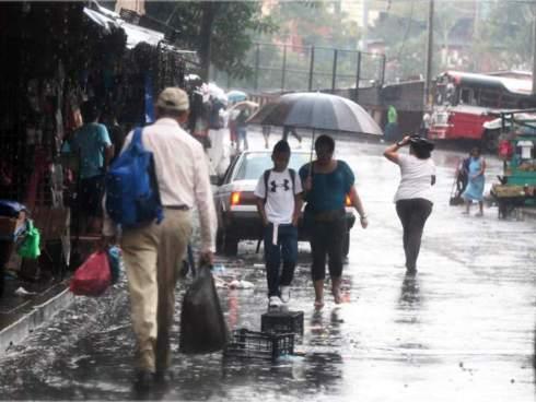 Depresión tropical Uno-E podría convertirse en tormenta y provocar deslizamientos