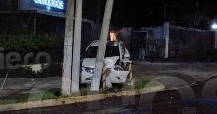 Capturan a conductor ebrio que chocó contra postes cerca de la Zona Rosa