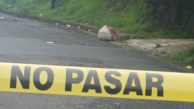 Cadáver embolsado es encontrado sobre la carretera en Apopa