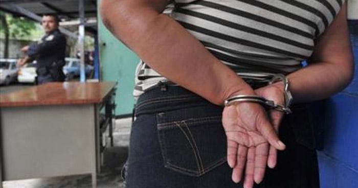 Empleada de la alcaldía de Santa Ana y pareja de un pandillero fue condenada por extorsión