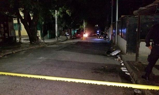 Un muerto y dos lesionados tras ataque armado entre criminales en mercado de Ilopango