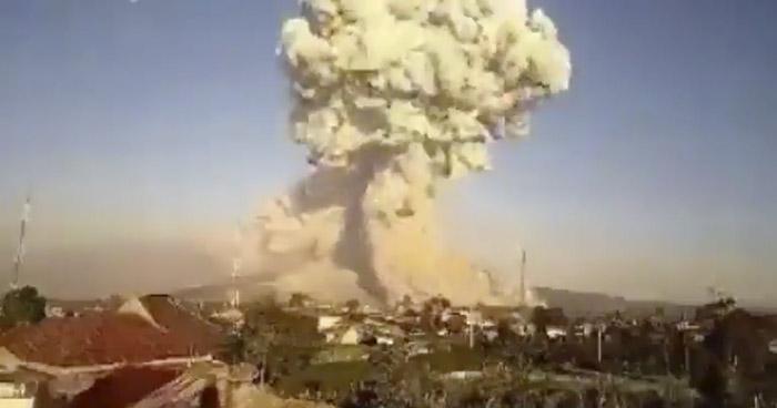 VIDEO   Captan erupción del volcán Sinabung de Indonesia