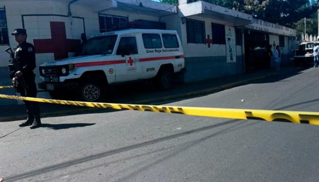 Muere mujer que fue atacada a balazos, por sicarios a bordo de una motocicleta en Apopa