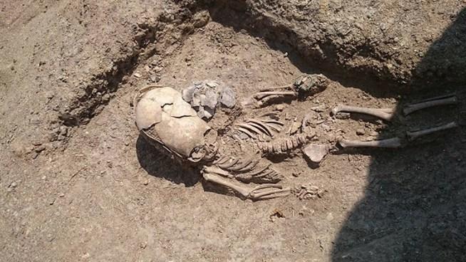Encuentran extraño esqueleto de bebé en una península de Crimea