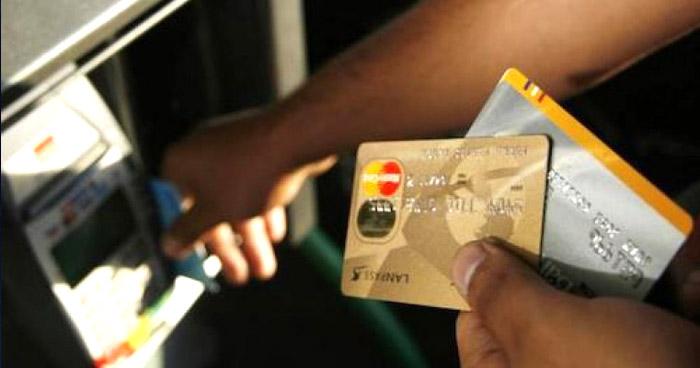 ALERTA | Estafadores te duermen para robar pertenencias y dinero a usuarios de bancos