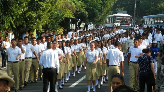 La verdad de los cánticos de los estudiantes en el desfile del 15 de septiembre en Ilopango