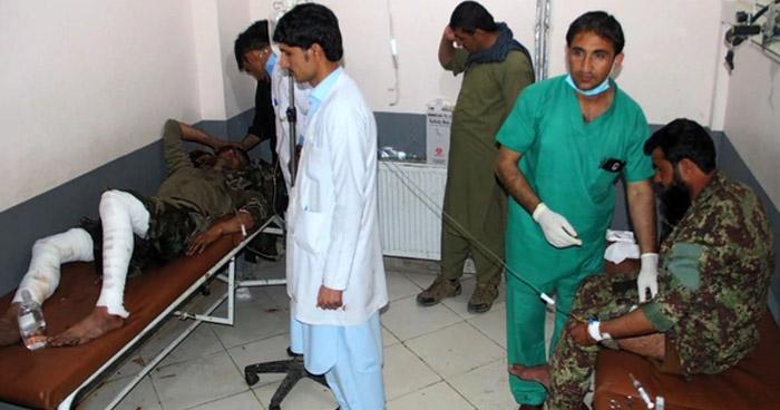 Explosión en la mezquita de una base militar en Afganistán deja 27 muertos