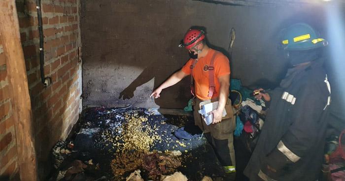 Niño y joven embarazada quemados tras explosión en cohetería clandestina en Santa Ana