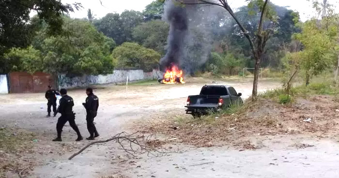 Cierran tramo de la carretera de Oro tras explosión de carro abandonado en Soyapango