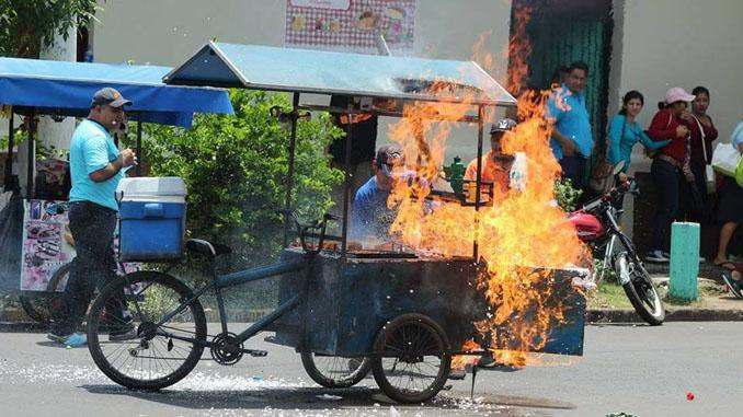 explota gas ventaambulante sanmiguel - Varios estudiantes lesionados después de explosión de tambo de gas en San Miguel.