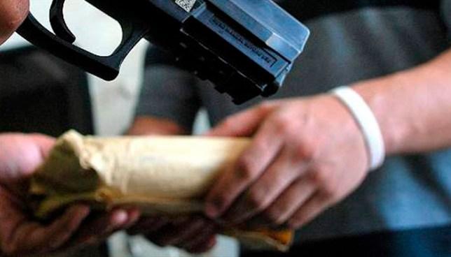 Delincuentes que bajo amenazas exigían $500 a los propietarios de un negocio son condenados