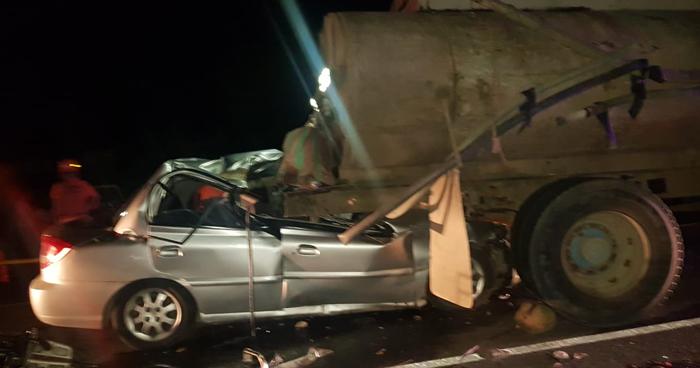 Dos muertos tras choque de vehículo contra pipa en carretera Litoral, La Libertad