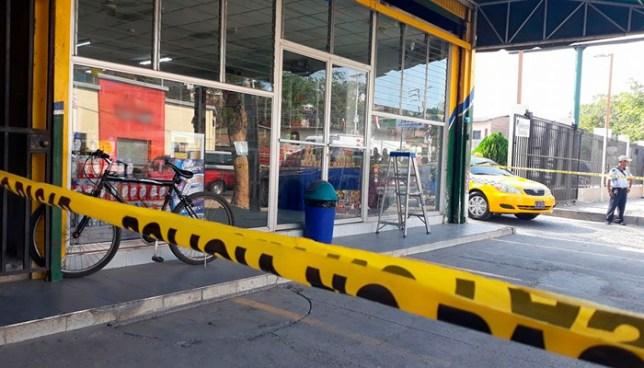 Delincuentes asaltan farmacia en carretera Ruta Militar y roban cerca de $5,000 dólares