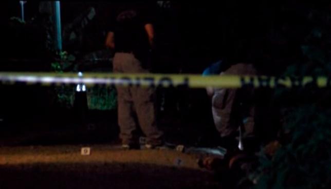 Asesinan de 8 balazos a una mujer en el parque de una colonia en Ahuachapán