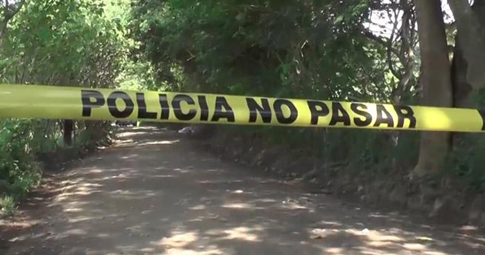 Criminales asesinan a una mujer en calle principal de Chapeltique, San Miguel