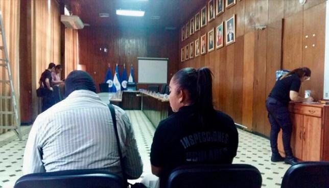 Fiscalia recrea escena donde supuestamente Nayib Bukele lanzo Manzana a sindica