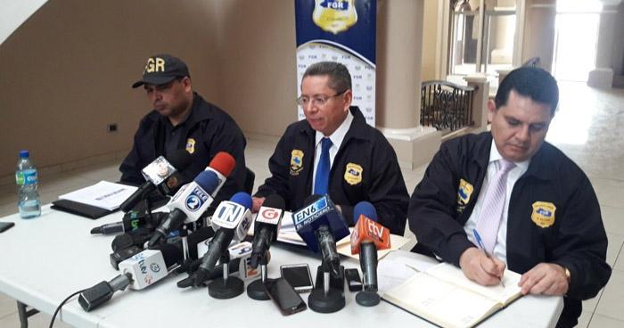 Fiscal abre investigación contra militar del Estado Mayor por llevar dinero a Mauricio Funes
