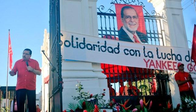"""En acto conmemorativo en honor a Schafik Handal, FMLN oficializa la frase """"Yankees go home"""""""