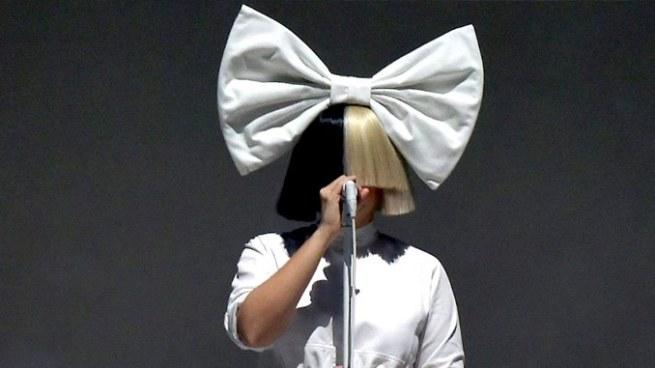 Sia publica su foto desnuda para evitar que sea comercializada por internet