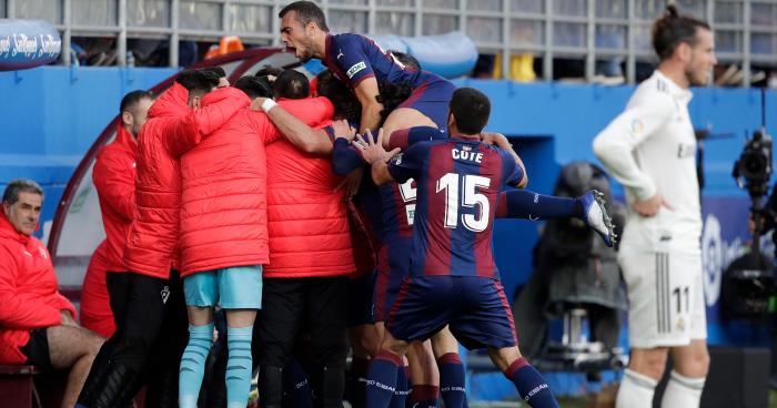 El Eibar goleó al Real Madrid (3-0) y cortó la racha de victorias de Solari