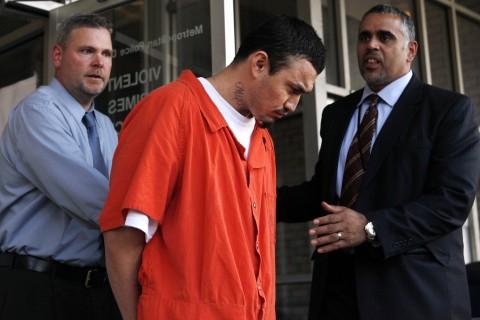 Deportan a pandillero que mata a la pareja de un congresista en EE.UU. y queda libre al llegar a El Salvador