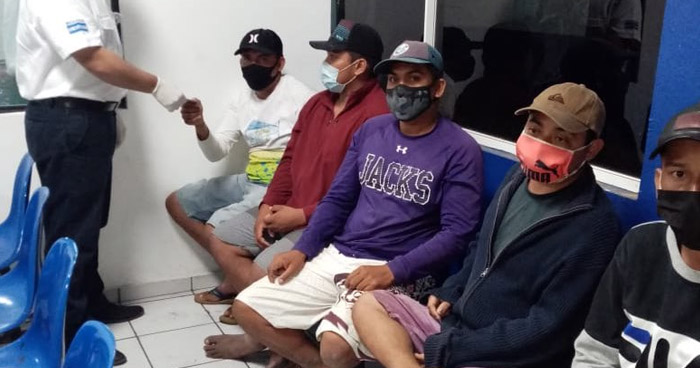 Sorprenden a 5 guatemaltecos ingresando de forma ilegal a El Salvador