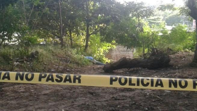 Delincuentes asesinan a un hombre a un costado de una iglesia en San Miguel
