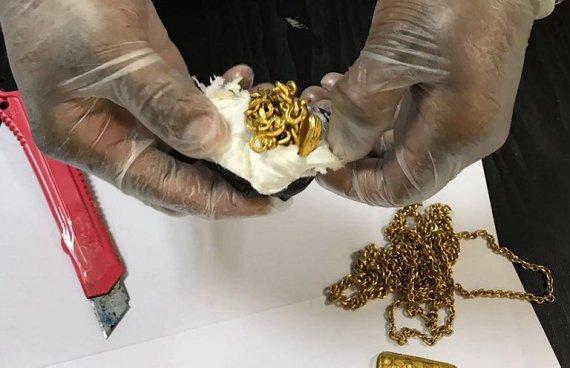 En el aeropuerto de Sri Lanka capturan a hombre que escondía 1kg de oro en el recto